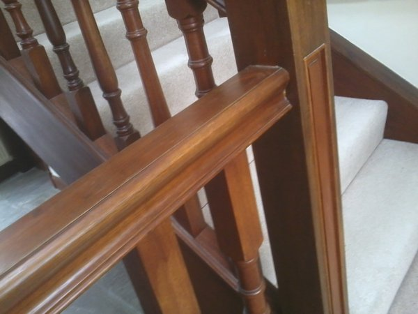 bespoke staircase and spindles fitted3