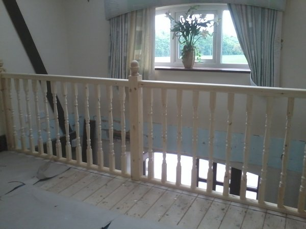bespoke staircase and spindles fitted5